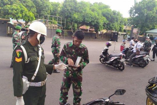 Detasemen Polisi Militer XVI/1 Ternate periksa kendaraan tentara