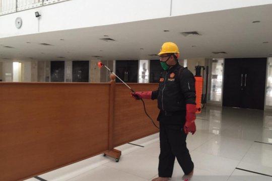 Masjid KH Hasyim Asy'ari bersiap gelar Shalat Jumat saat transisi PSBB