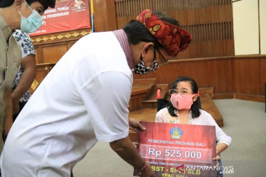 Gubernur Bali berikan bansos tunai untuk siswa sekolah swasta