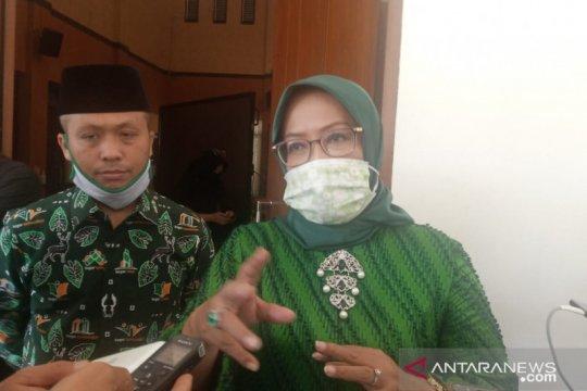 Bupati Bogor konfrontir Bulog soal aduan kualitas beras bansos
