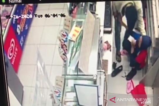 Polisi buru perampok bersenjata todong karyawan minimarket Hayam Wuruk