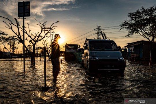 Pemprov Jateng kirim bantuan untuk korban banjir rob Pantura