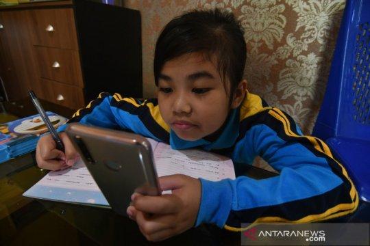 Pelaksanaan UAS secara daring di rumah