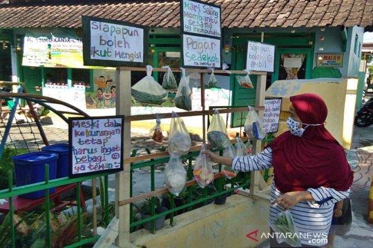"Guru TK di Boyolali buka ""pagar sedekah"" bantu masyarakat"