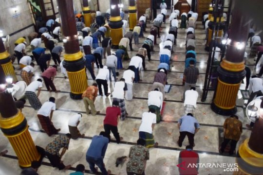 Pemprov Jatim perbolehkan kegiatan masjid asalkan protokol kesehatan