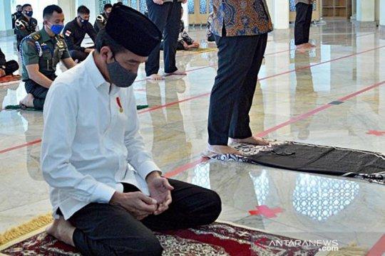 Jokowi Salat Jumat berjamaah di Masjid Istana