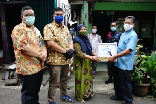 Ditjen Imigrasi bagikan 400 paket sembako ke warga terdampak COVID-19