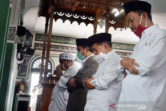 JK dan sejumlah tokoh sholat Jumat perdana di Masjid Al-Azhar