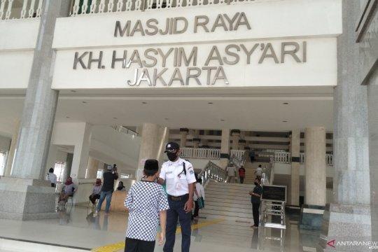 Masjid KH Hasyim Asy'ari terapkan protokol kesehatan saat Shalat Jumat