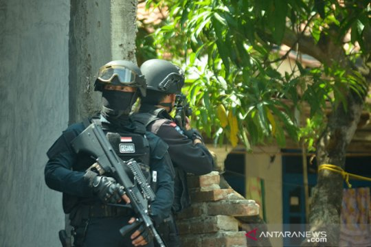 Pengamat: Waspadai teroris warga jangan takut melapor