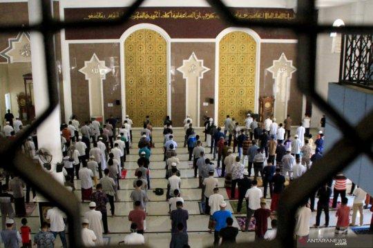 Warga Muslim Kupang mulai shalat Jumat di masjid lagi