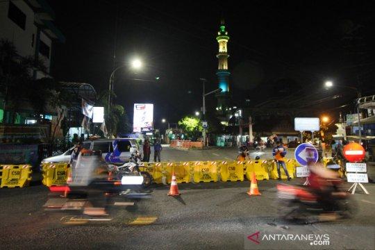 Jalan penghubung Kota Surabaya-Sidoarjo itu ditutup sementara