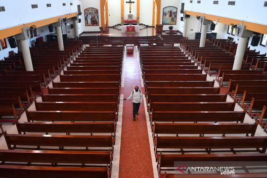 Persiapan gereja di Surabaya jelang penerapan tatanan normal baru