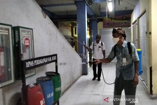 Langgar protokol kesehatan, Pasar Kliwon Kudus disemprot disinfektan