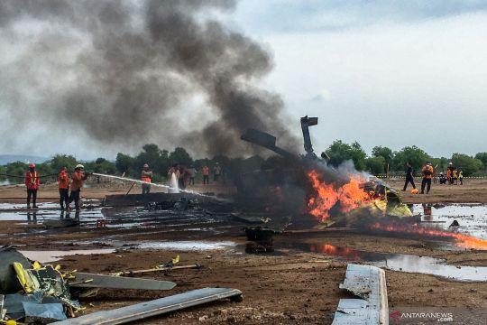 Helikopter TNI AD jatuh, empat awak tewas