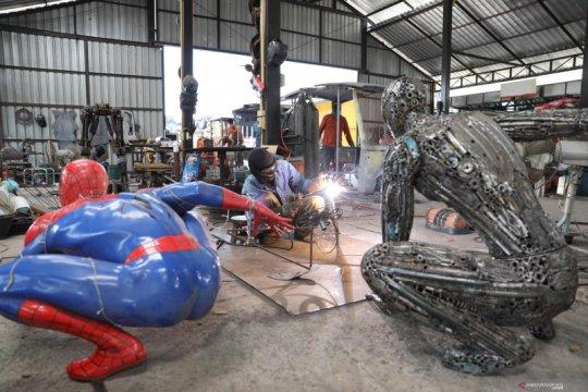 Rumah Robot Baja di Thailand