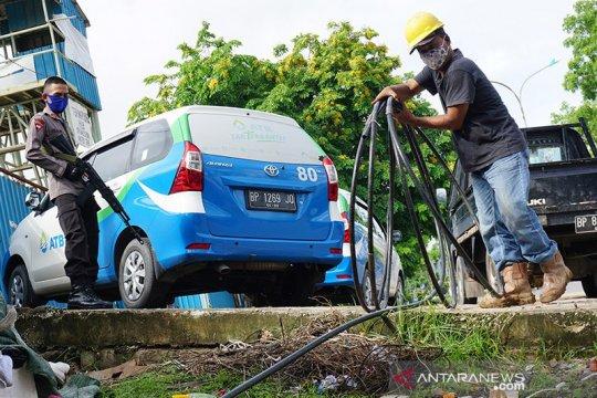 Pengelola putus sambungan air bersih ilegal di Batam