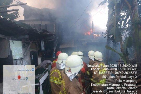 Rumah padat penghuni di Mampang Prapatan terbakar pada Sabtu sore