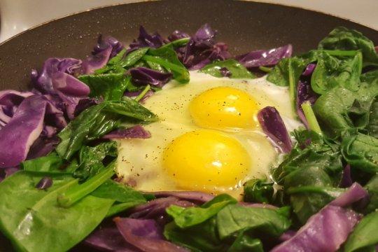 Studi: vitamin K dalam bayam, telur dan keju bantu cegah COVID-19