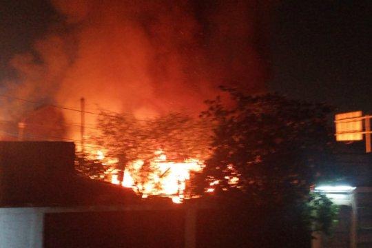 Kerugian kebakaran rumah dan kontrakan di Cakung sekitar Rp450 juta