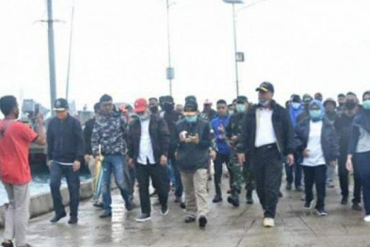 Warga terpencil Pulau Bala-Balakang-Sulbar terdampak diberi bantuan