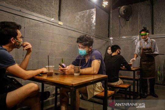 Penerapan protokol kesehatan di kedai kopi