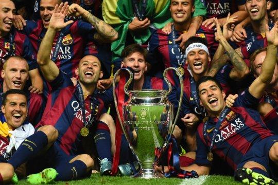 Dani Alves samakan Barcelona musim 2014/15 dengan Muhammad Ali