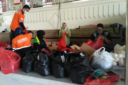 Terdampak COVID-19, warga dibantu sembako Baznas Sulawesi Utara