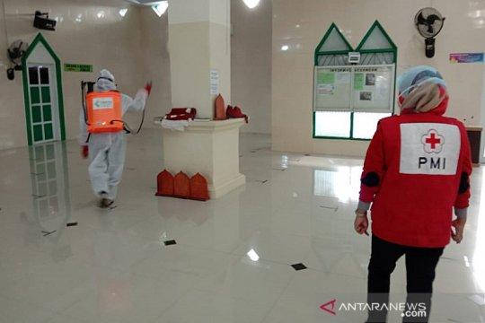 Cegah COVID-19, PMI Makassar semprotkan disinfektan di 248 titik