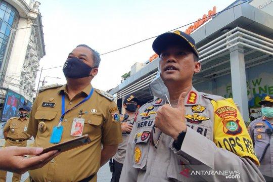 Petugas gabungan tinjau Stasiun Sudirman pada jam pulang kantor