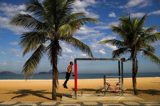Pantai di Rio de Janeiro dibuka lagi hanya untuk olahraga
