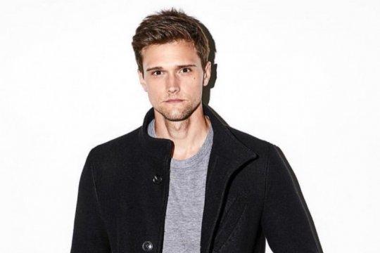 """Bintang serial """"The Flash"""" Hartley Sawyer dipecat karena rasis"""