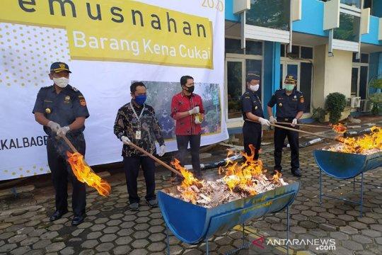 Bea Cukai Kalbar bakar 1,8 Juta batang rokok ilegal