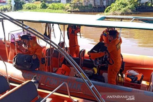 Tim Basarnas Pontianak cari tiga korban kecelakaan di air