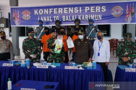 TNI AL gagalkan penyelundupan 2 kg sabu-sabu di perairan Karimun