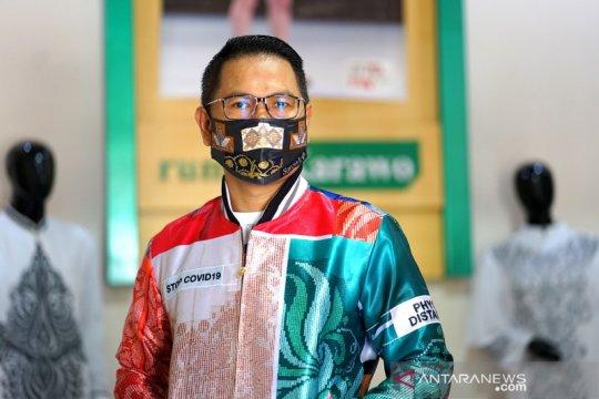 Desainer Gorontalo kampanye protokol kesehatan melalui jaket karawo