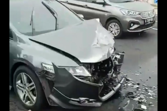 Polisi cari pengemudi mobil yang tabrakan di Jalan Tomang Raya
