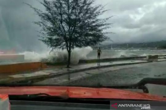 Waspada gelombang tinggi di sejumlah perairan Indonesia