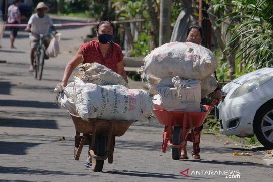 Desa di Bali ini sampah plastik bisa ditukar dengan beras