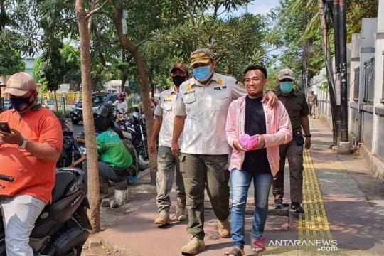 Pemkot Jakpus tertibkan pelanggar PSBB di Pasar Senen