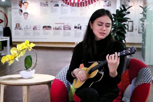 "Diproduseri Dewa Budjana, Andrea Turk rilis album ketiga ""Blue Honey"""