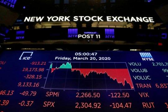Wall Street beragam, Dow jatuh di atas 200 poin setelah PDB AS anjlok
