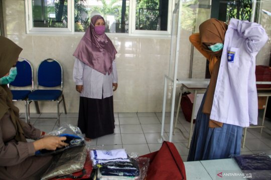 Plt Gubernur Kepri larang sekolah pungut biaya seragam SMA/SMK