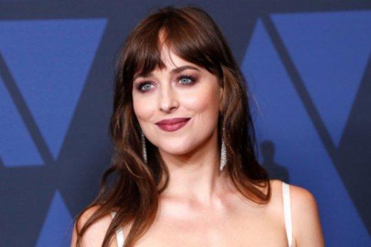 "Dakota Johnson bintangi serial ""Rodeo Queens"" di Amazon"