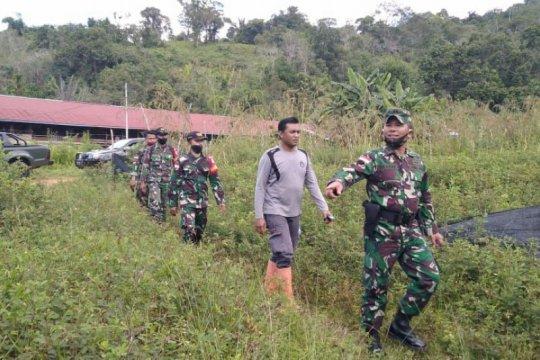 Satgas TMMD-warga bangun gorong-gorong di perbatasan RI-Malaysia