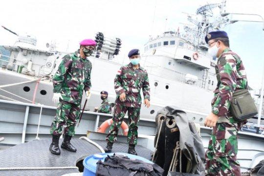 Danlantamal VIII inspeksi mendadak KAL Pulau Karakelang Di Bitung