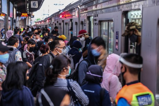 Antisipasi KRL Senin, KCI buat penyekatan di Stasiun Tanah Abang