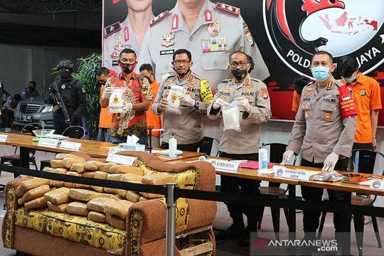 Polda Metro Jaya gagalkan kiriman 336 kilogram ganja dalam sofa