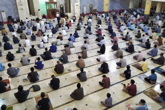 Masjid Raya Bandung gelar salat Jumat perdana saat pandemi