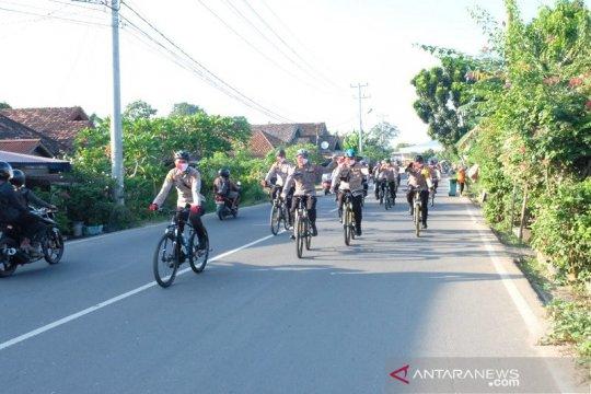 Kapolda Jambi bersepeda sambil bakti sosial ke warga kota